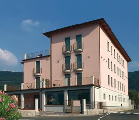 INTERNATIONAL HOTEL (MEUBLE')