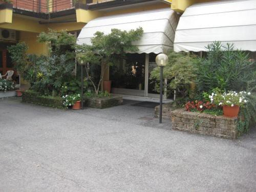 https://metasearch.in-lombardia.it/mss/mss_renderimg.php?id=44448&src=26f16c8d205d2a0c8a7bd9c6da4efcd6.jpg