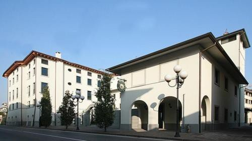 https://metasearch.in-lombardia.it/mss/mss_renderimg.php?id=44559&src=2ed2b9af284aaabc4ae6e6786731320b.jpg