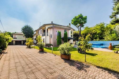 https://metasearch.in-lombardia.it/mss/mss_renderimg.php?id=48436&src=ca0240f8600cfbe7a3cf94c9d68cbc60.jpg
