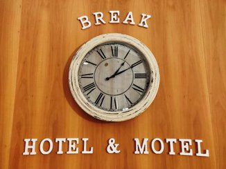BREAK HOTEL & MOTEL